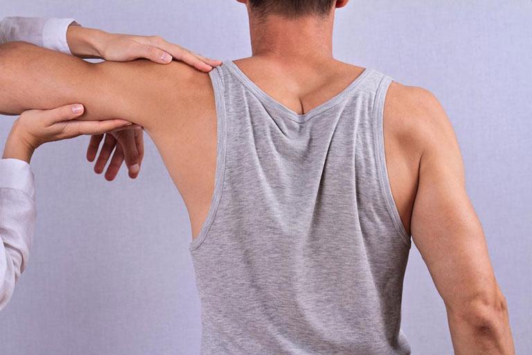 Đau nhức cánh tay phải