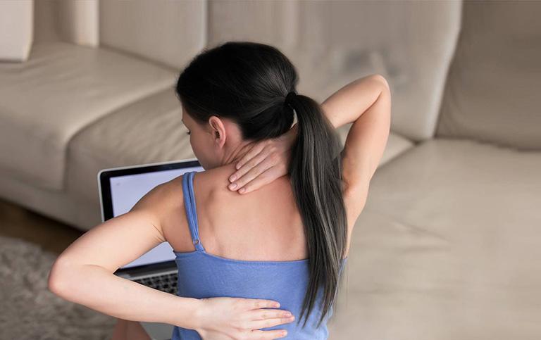 Căng tức và đau nhức các cơ dọc theo cột sống
