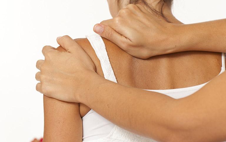 Dấu hiệu đau khớp vai