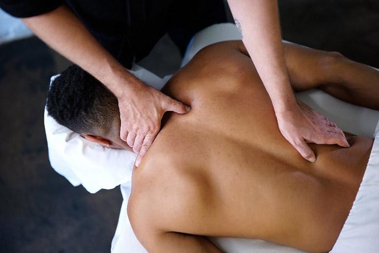 mẹo làm giảm đau lưng mỏi gối tê tay
