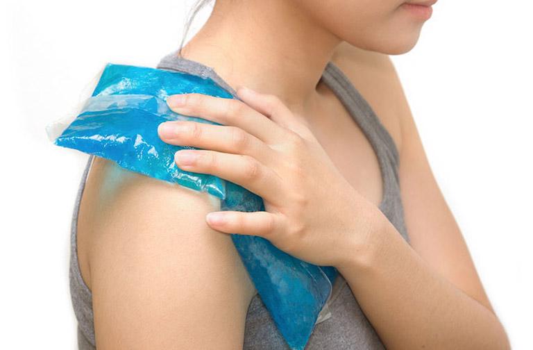 mẹo giảm đau nhức bả vai lan xuống cánh tay