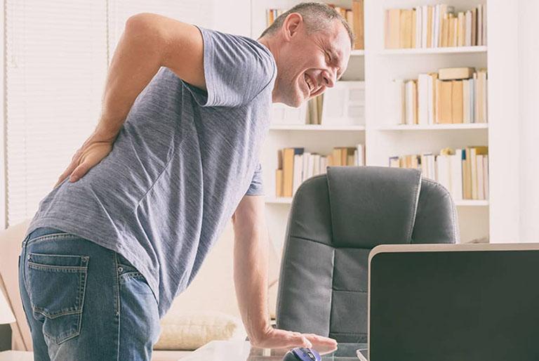 đau thắt lưng lan xuống mông là bị gì