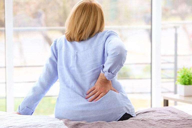 đau thắt lưng lan xuống mông
