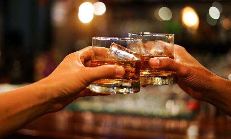 lupus ban đỏ nên tránh uống nước gì