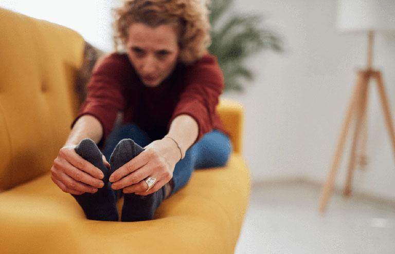 điều trị tê bì chân khi ngồi
