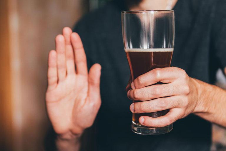 tê bì chân tay sau khi uống rượu phải làm sao