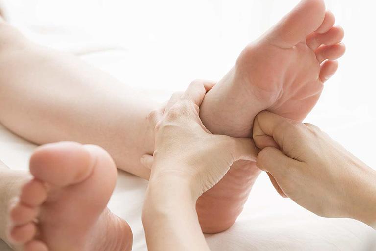 chữa tê bì chân tay theo Đông y