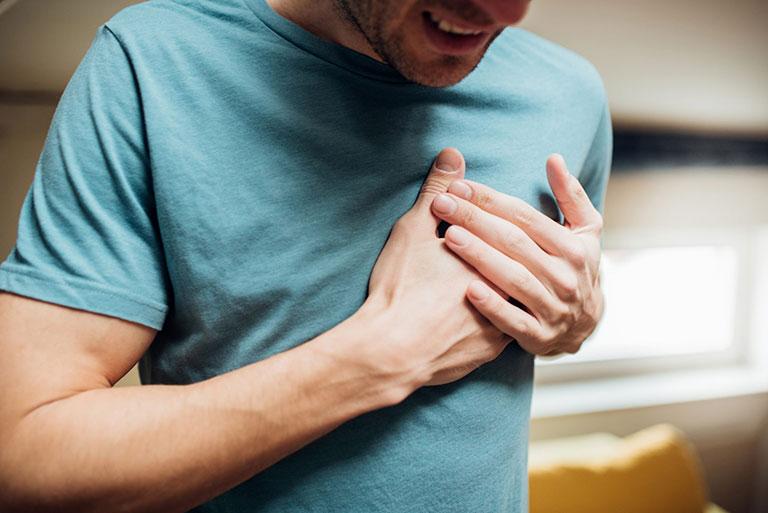 đau tim gây tê buốt chân tay
