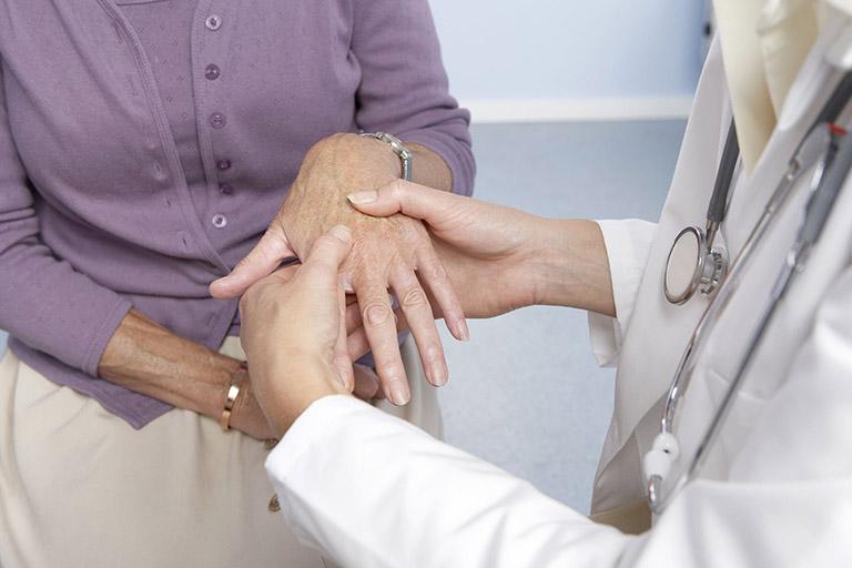 chẩn đoán tê đầu ngón tay