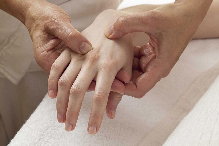 Chẩn đoán tê tay