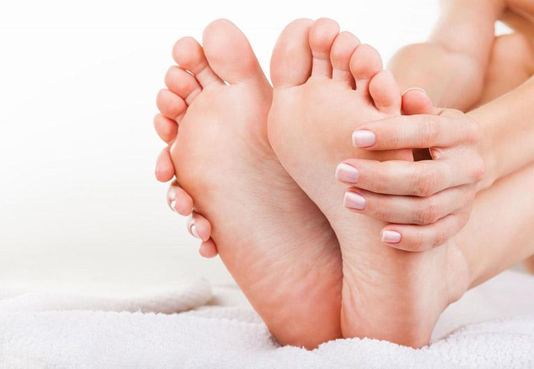 Hiện tượng tê tay chân sau sinh và cách khắc phục