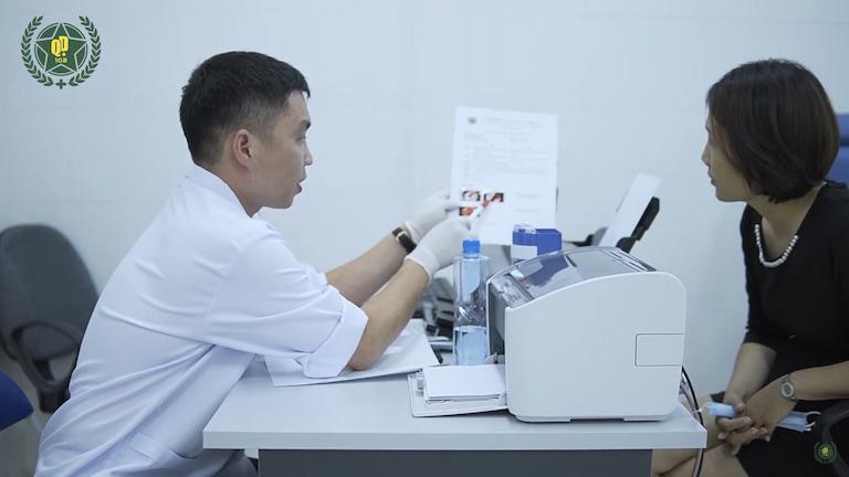 Tùy thuộc vào tình trạng của người bệnh mà chỉ định phương pháp trị liệu phù hợp