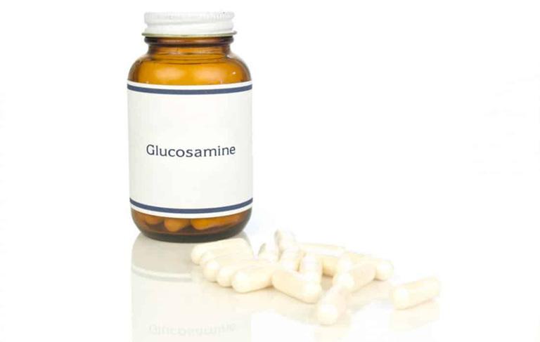 bị tràn dịch khớp gối có nên uống glucosamine
