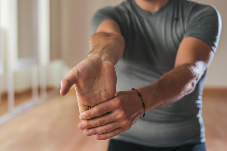 Luyện tập cổ tay mỗi ngày với các bài tập thích hợp