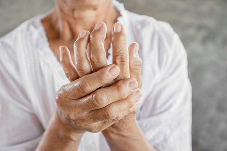 bệnh lý gây đau khớp ngón tay