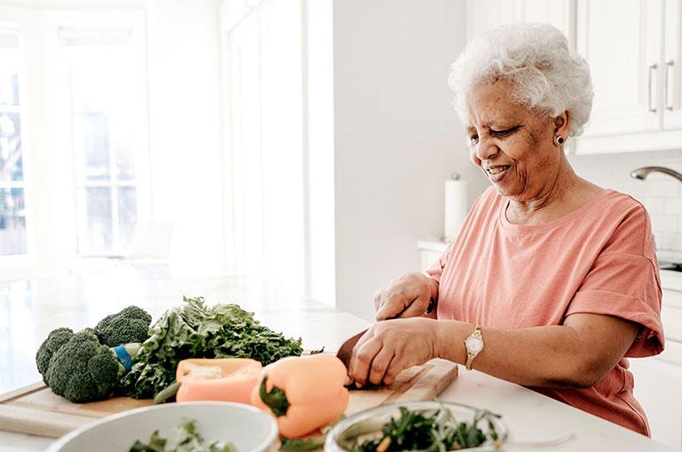 người già đau nhức xương khớp nên ăn gì