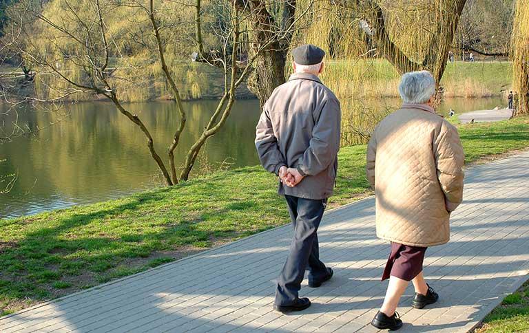 Chữa bệnh đau khớp gối ở người già