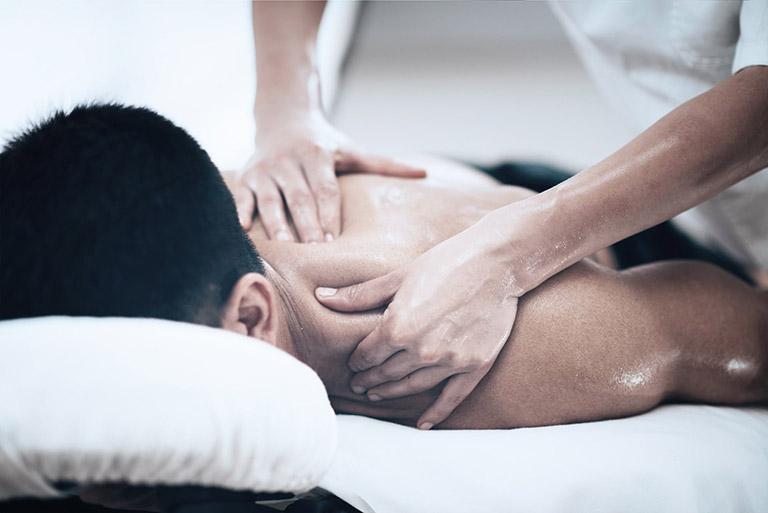 massage giảm đau xương khớp