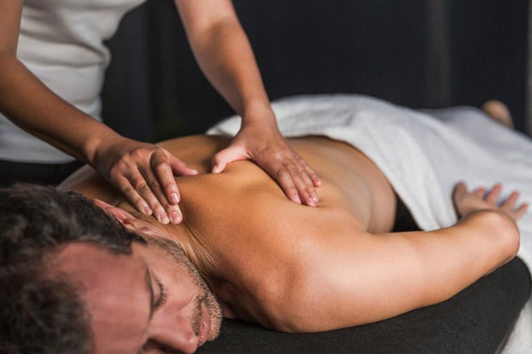 massage giảm đau nhức xương khớp toàn thân