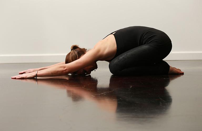 Bài tập yoga tư thế Child's Pose