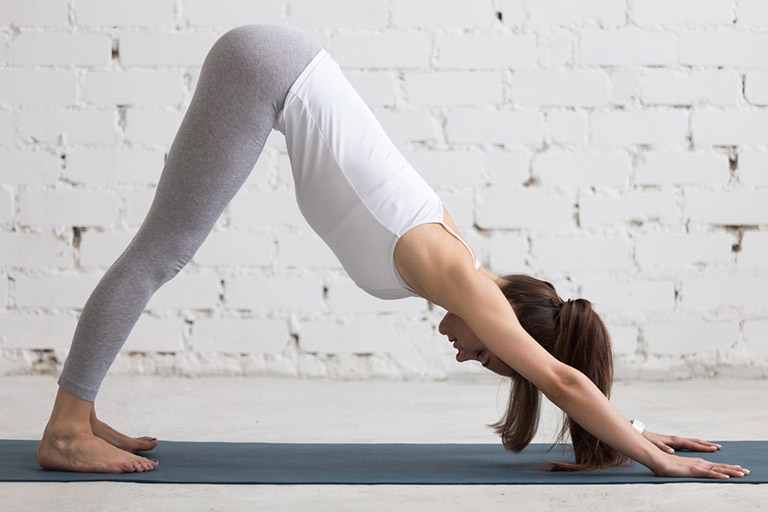 Bài tập yoga tư thế chó hướng xuống