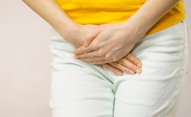 Đau xương mu sau sinh khiến nữ giới có cảm giác đau nhức âm ỉ,