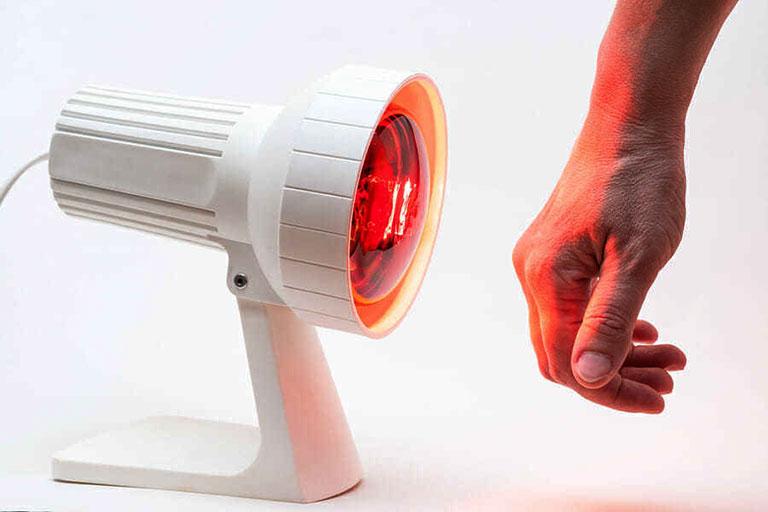 Đèn chiếu tia hồng ngoại trị đau nhức xương khớp