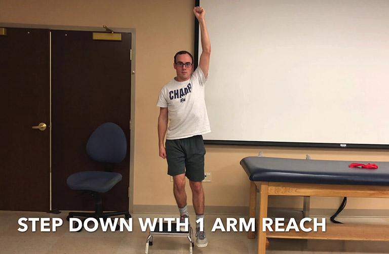 Bài tập bước xuống và vươn một cánh tay