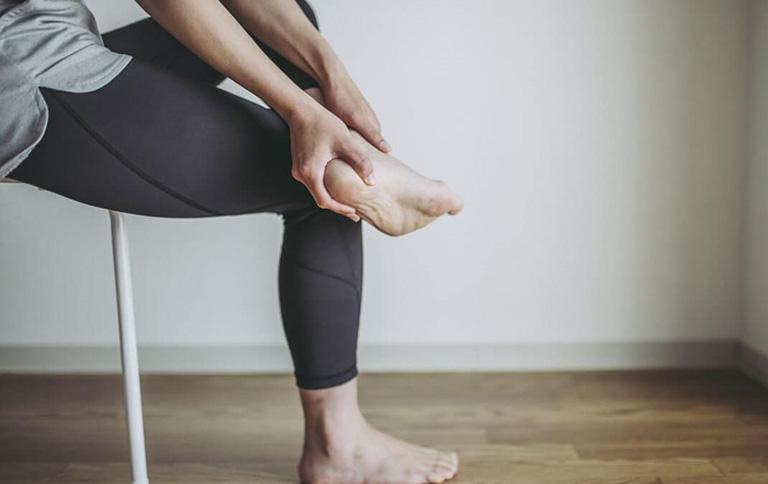 Căng cơ ở bàn chân