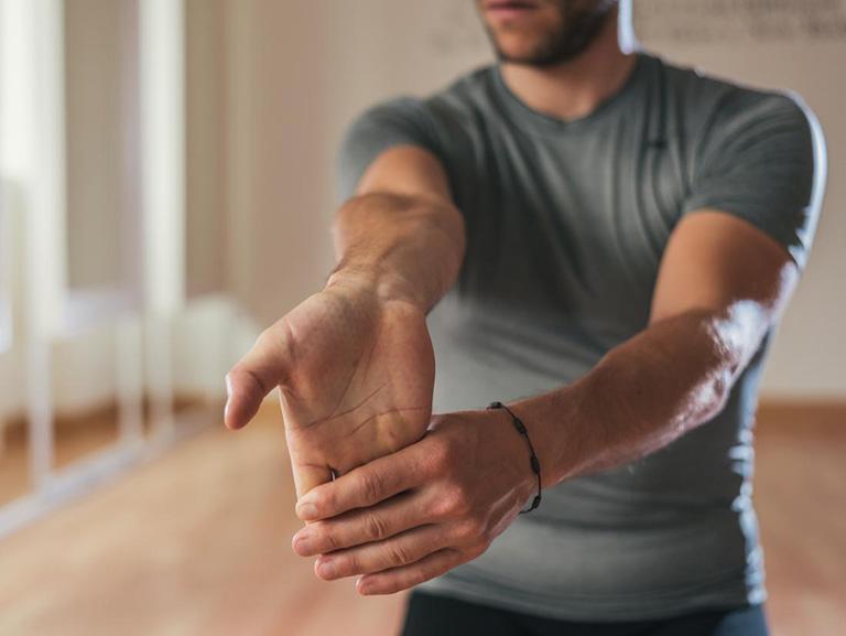 Tập uốn cong cổ tay (có hỗ trợ)