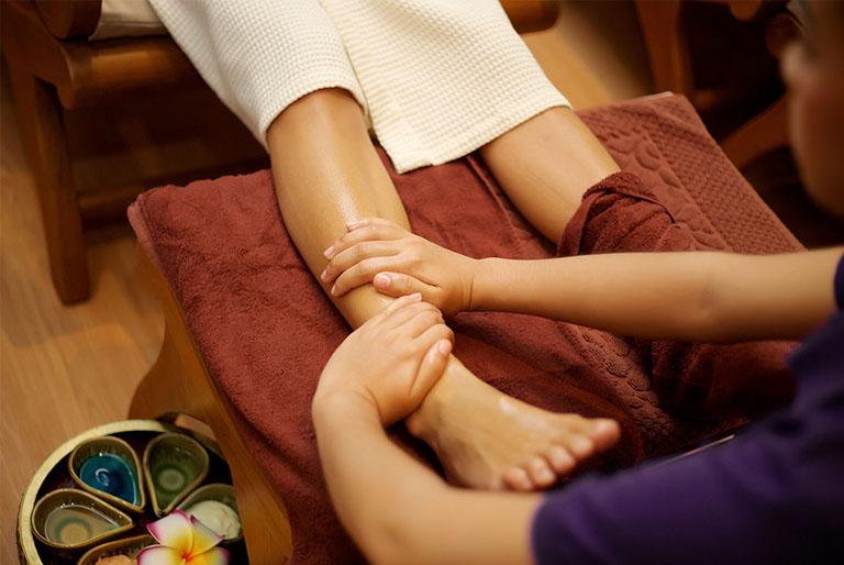Massage chân và bàn chân