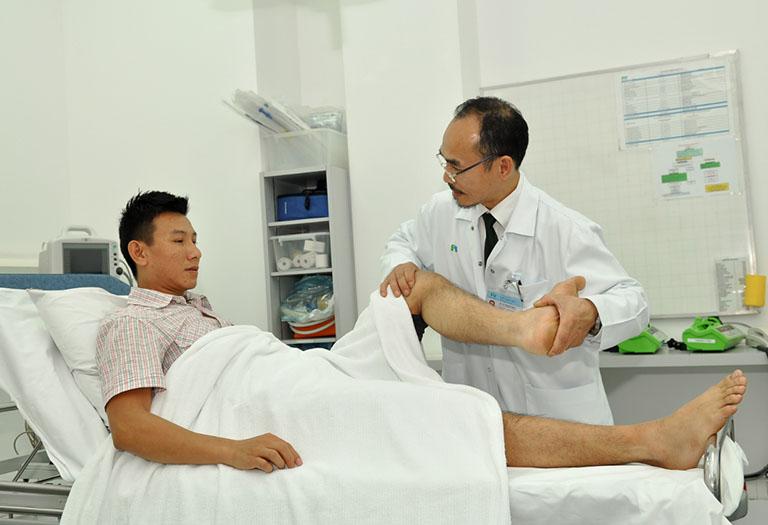 Giãn dây chằng đầu gối được chẩn đoán bằng cách khám thực thể