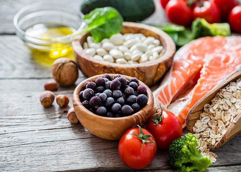 Đảm bảo chế độ ăn uống đầy đủ chất dinh dưỡng