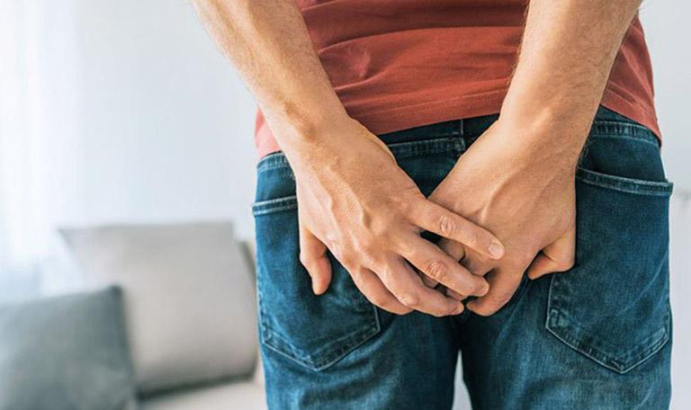 Ngã dập mông gây đau nhói ở trong hoặc xung quanh xương cụt