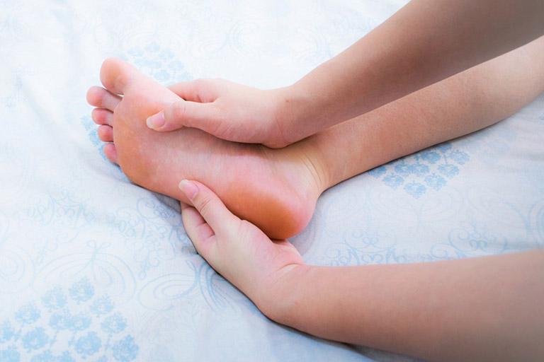 tê lòng bàn chân là bệnh gì? cách chẩn Đoán, Điều trị