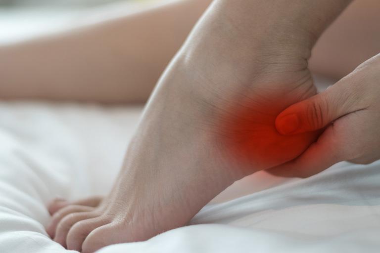 Đau nhói ởgót chân và phần dưới cùng của bàn chân