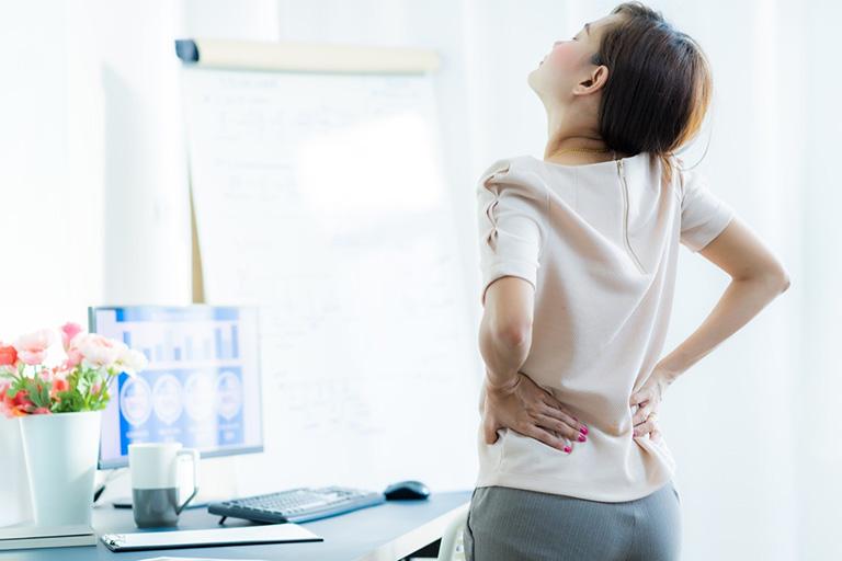 Bệnh thoát vị đĩa đệm gây đau âm ỉ hoặc dữ dội tại vị trí tổn thương