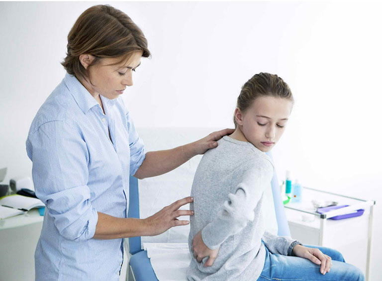 Kiểm tra triệu chứng và thể chất