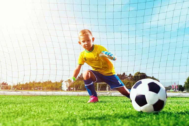 Trẻ có thể tham gia hầu hết các hoạt động sau khi phẫu thuật và kết thúc quá trình phục hồi chức năng