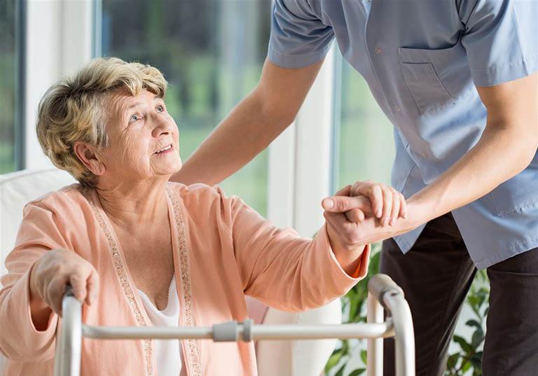 Chăm sóc bệnh nhân gãy liên mấu chuyển xương đùi