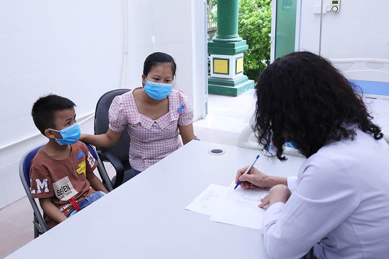 Bác sĩ Lê Phương luôn dành sự quan tâm đặc biệt với đối tượng trẻ nhỏ