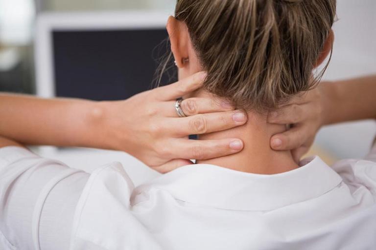 Bệnh nhân bị đau nhức xương khớp thường có cơn đau âm ỉ và kéo dài