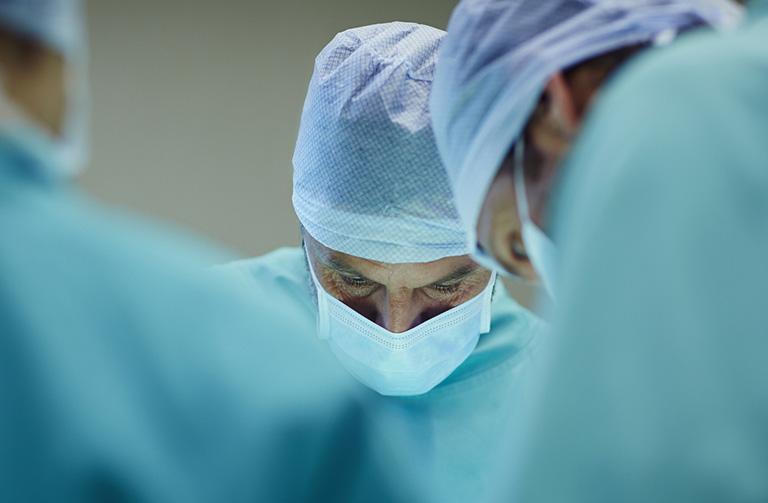 Phẫu thuật điều trị gãy tay
