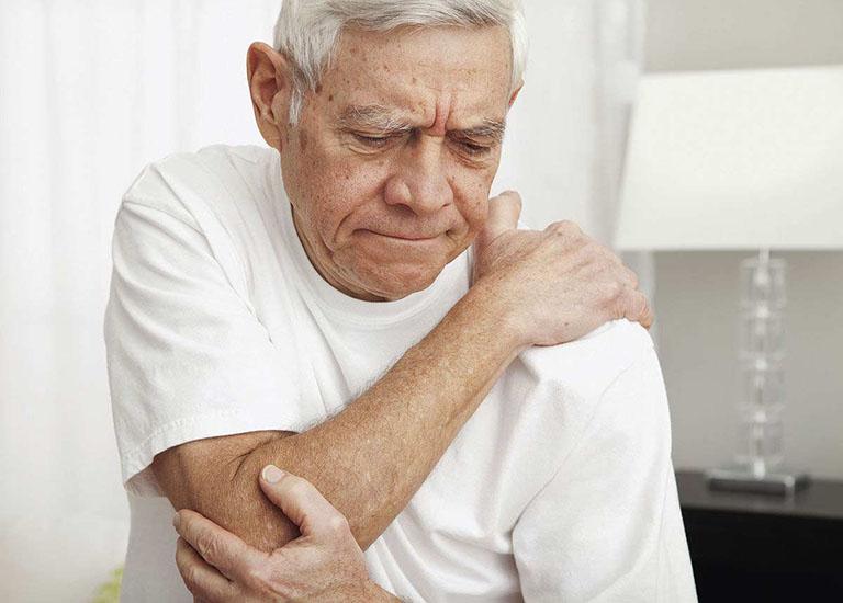 Nên dùng viên uống bổ khớp Glucosamine DHC cho người lớn tuổi