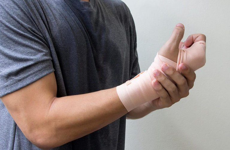 Tập vật lý trị liệu gia tăng lực cơ chi đau