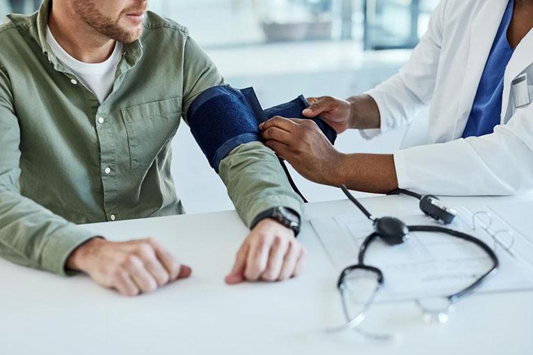 Rối loạn huyết áp và nhịp tim trong giai đoạn sớm và nhiễm độc nhẹ