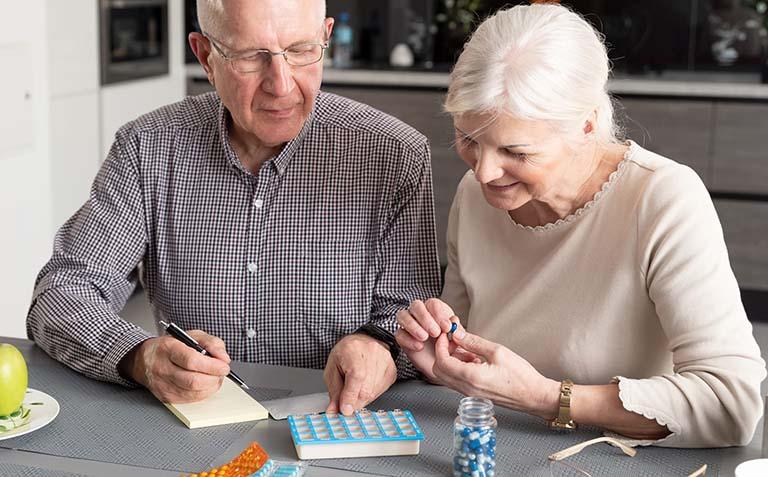 Thận trọng khi dùng thuốc giảm đau gây nghiện cho người lớn tuổi
