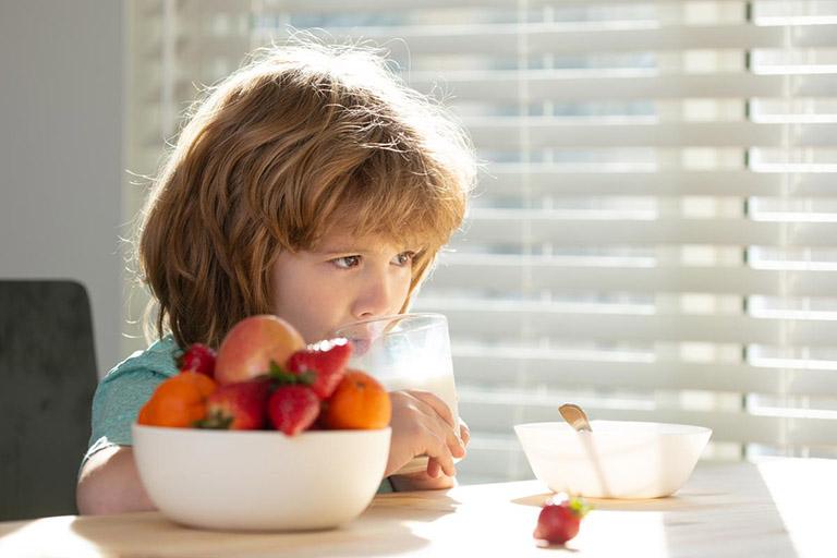 Chế độ ăn uống cho trẻ bị còi xương